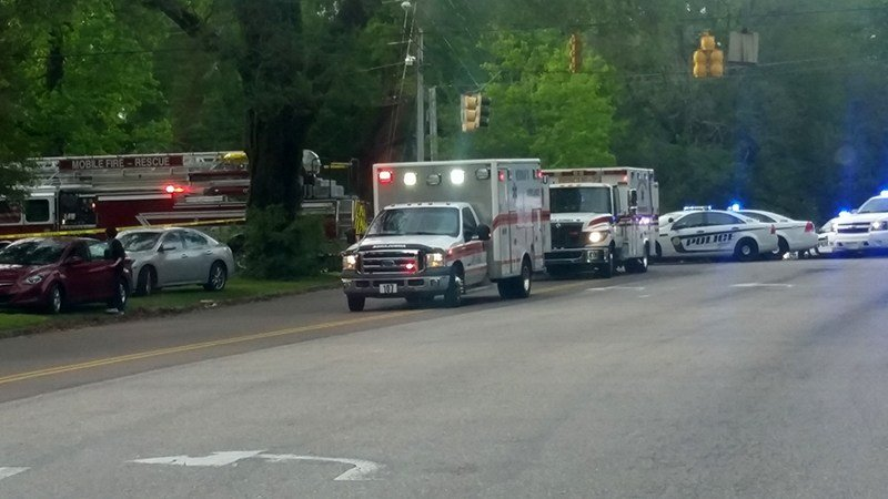 major wreck with injuries at cottage hill and knollwood