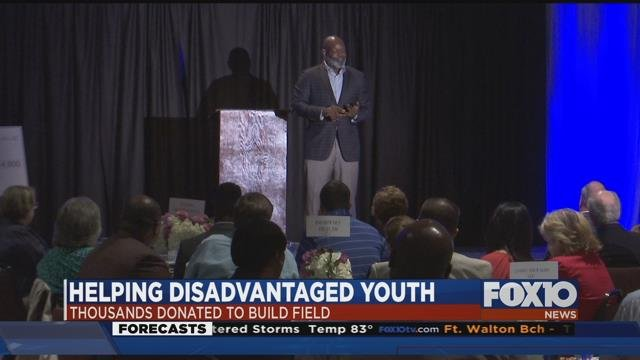 """""""Dinner with Emmitt Smith"""" helping local disadvantaged youth. Source: Lee Peck, FOX 10 News"""