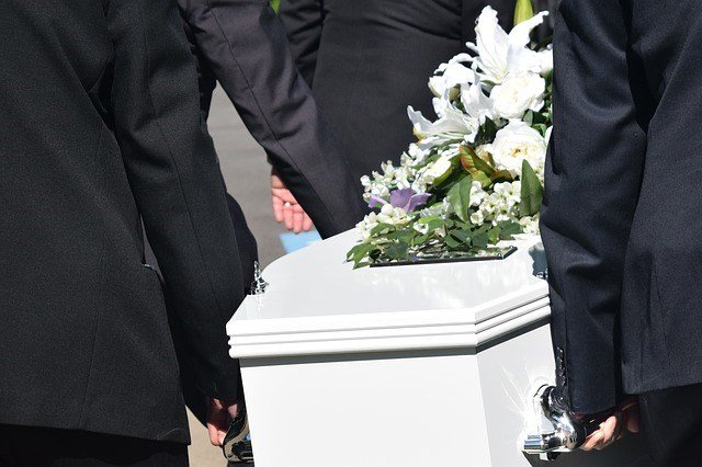The Alabama Board of Funeral Service would like to alert the public of individuals trying to scam grieving families.  Photo: Pixabay.