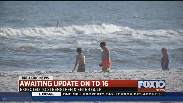 Despite red flag conditions, a good crowd enjoyed beach at Gulf Shores Wednesday. Source: Lee Peck, FOX 10 News