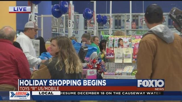 Shoppers get an early jump on holiday shopping