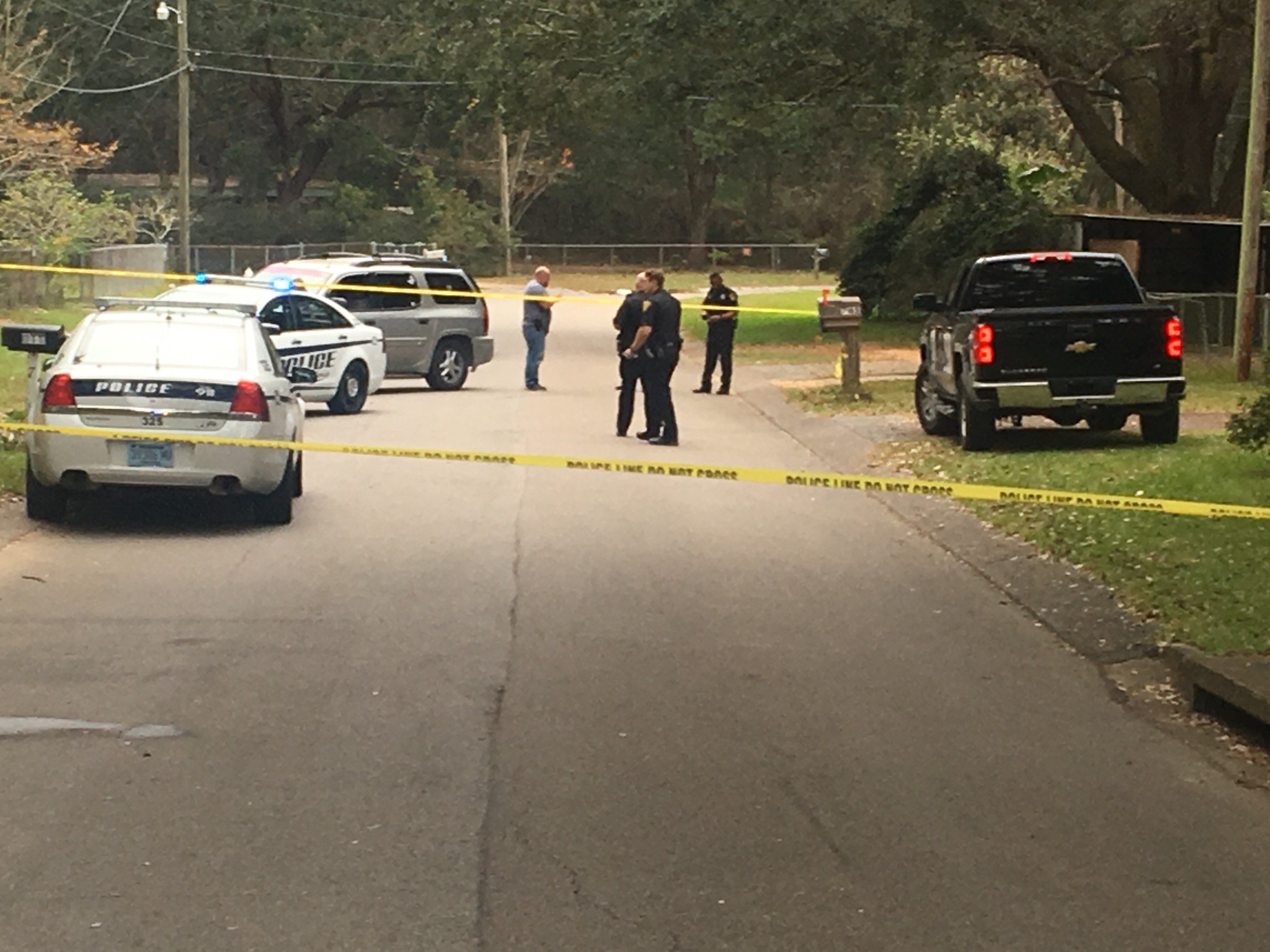 Mobile Police on the scene of a homicide on Westchester Drive (FOX10 News)
