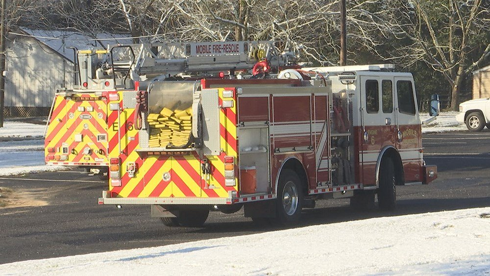 Mobile Fire-Rescue Department crews responded to a flash fire at St. Vincent de Paul Catholic School early Saturday off Three Notch Road in west Mobile. (Photo: Daeshen Smith, FOX10 News)