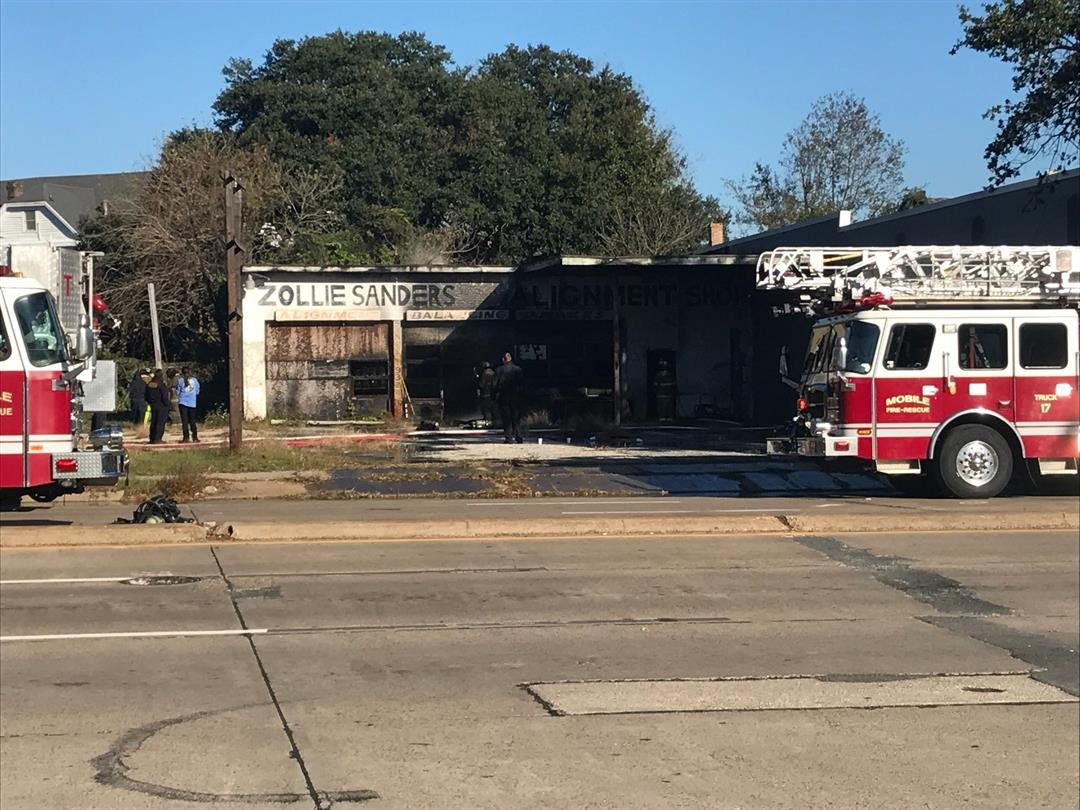 Fire in Downtown Mobile on December 10, 2017 (FOX10 News)