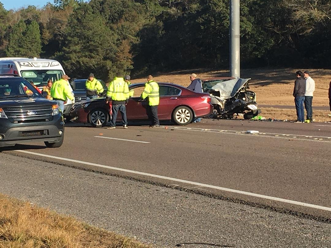 A four-vehicle accident on westbound Interstate 10 near the Bayou La Batre/Irvington exit Saturday afternoon is causing delays. (Photo: Toi Thornton, FOX10 News)