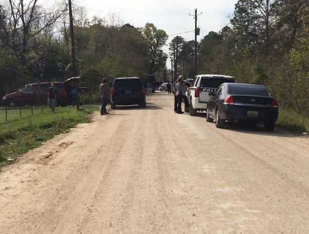 Mobile police have confirmed that a SWAT team has been deployed to Raybon Road off Bellingrath Road. Photo: FOX10 News Reporter Alexa Knowles