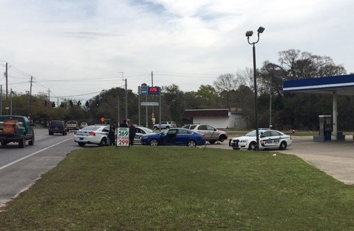 Police are shown on the scene of a shooting in Theodore Saturday morning, March 10, 2018. (Photo: Steve Alexander, FOX10 News)