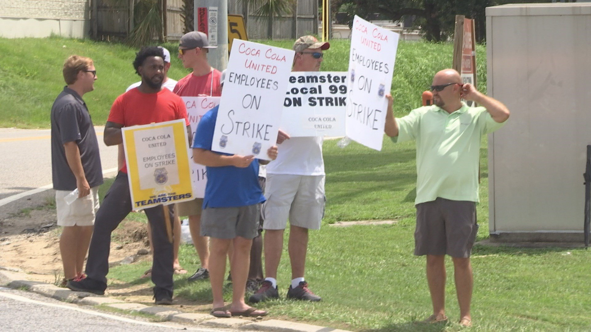 Coca-Cola workers are on strike over wages and benefits (Photo: Asha Staples, Reporter)