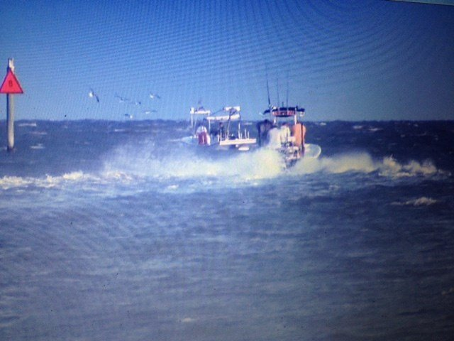 Strong winds batter anglers first day of the alabama deep for Deep sea fishing mobile al